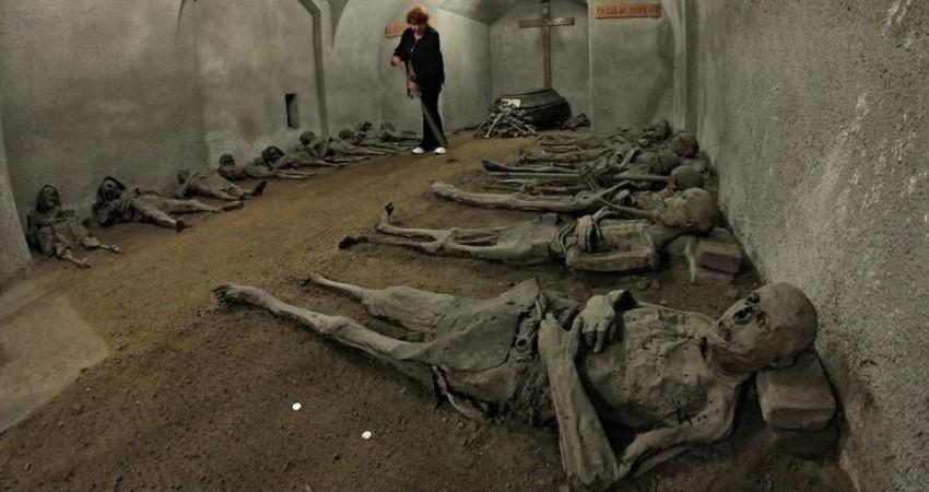 جذب توریست با نمایش جسد پوسیده مردگان