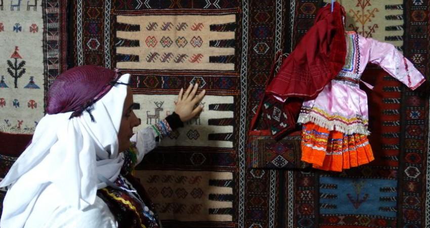 آموزش گلیم بافی به عشایر شهرستان درگز