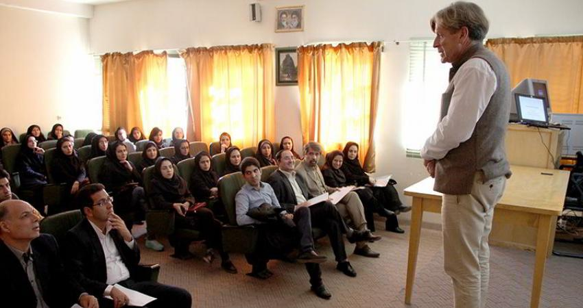 برای حل مشکل دریاچه ارومیه باید روش های مشارکتی مردم و مسؤولان شناخته شود
