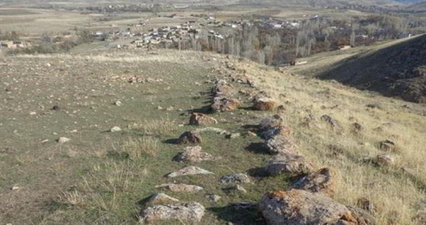 شناسایی مجموعه گورهای متعلق به دوران پیش از تاریخ در نمین