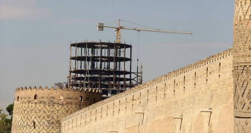 طبقات اضافی یک هتل شیراز تخریب می شود