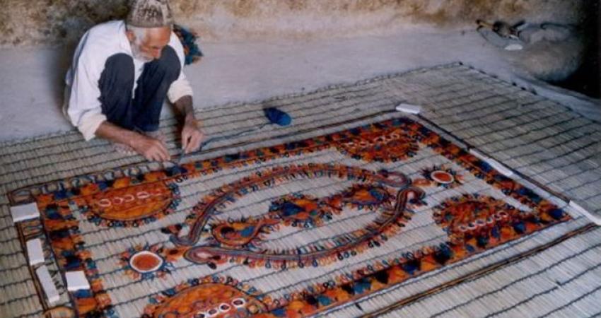 الزام شهرداری ها در حمایت از تولیدکنندگان صنایع دستی