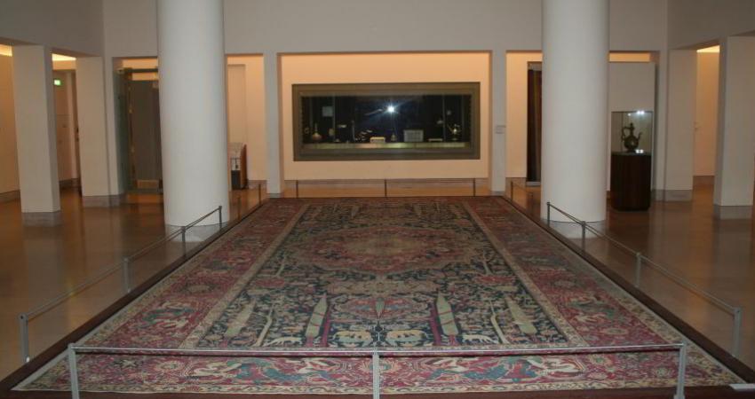 تصویربرداری تحلیلی از قالی های موزه فرش ایران انجام شد