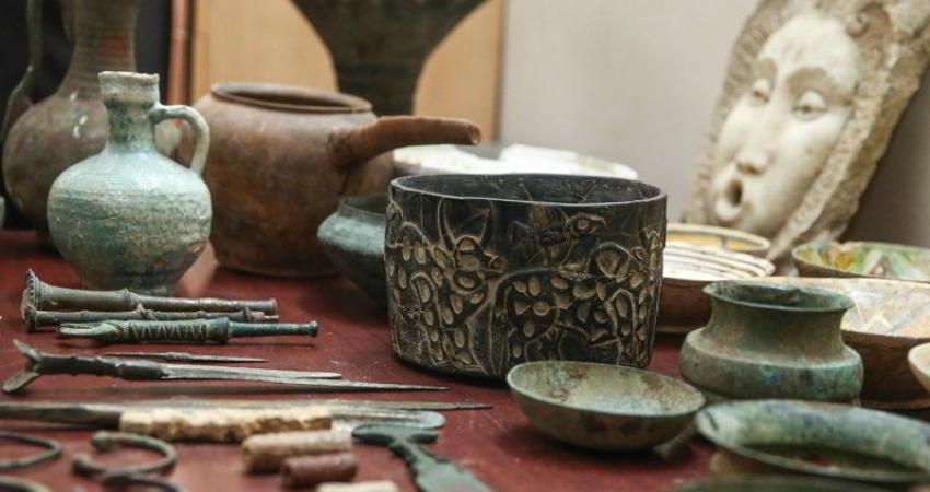 کشف 122 قطعه اشیا تاریخی در علی آباد کتول