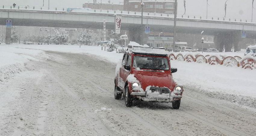 بارش سنگین برف در برخی مناطق غربی ایران مدارس را تعطیل کرد