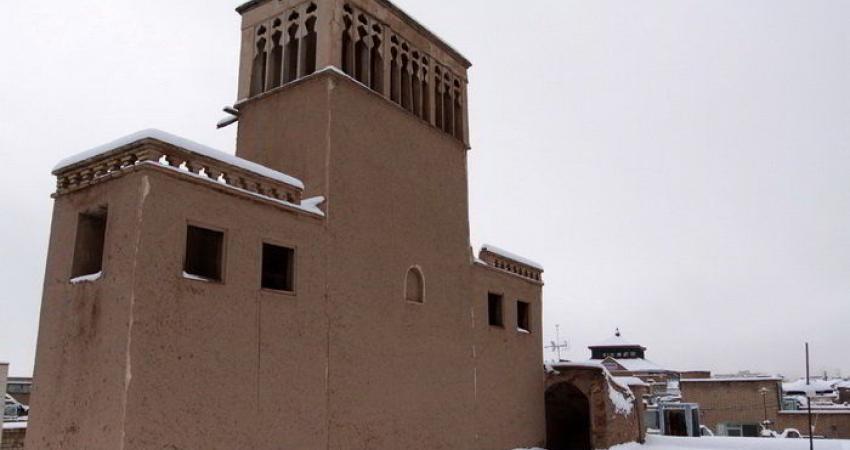 بادگیر خانه تاریخی «تدین» در حال مرمت است