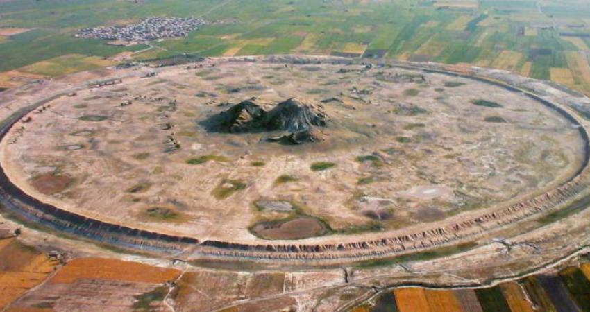 دیوار گلی شهر باستانی دارابگرد ترک برداشت